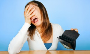 crying-woman-with-empty-wallet1